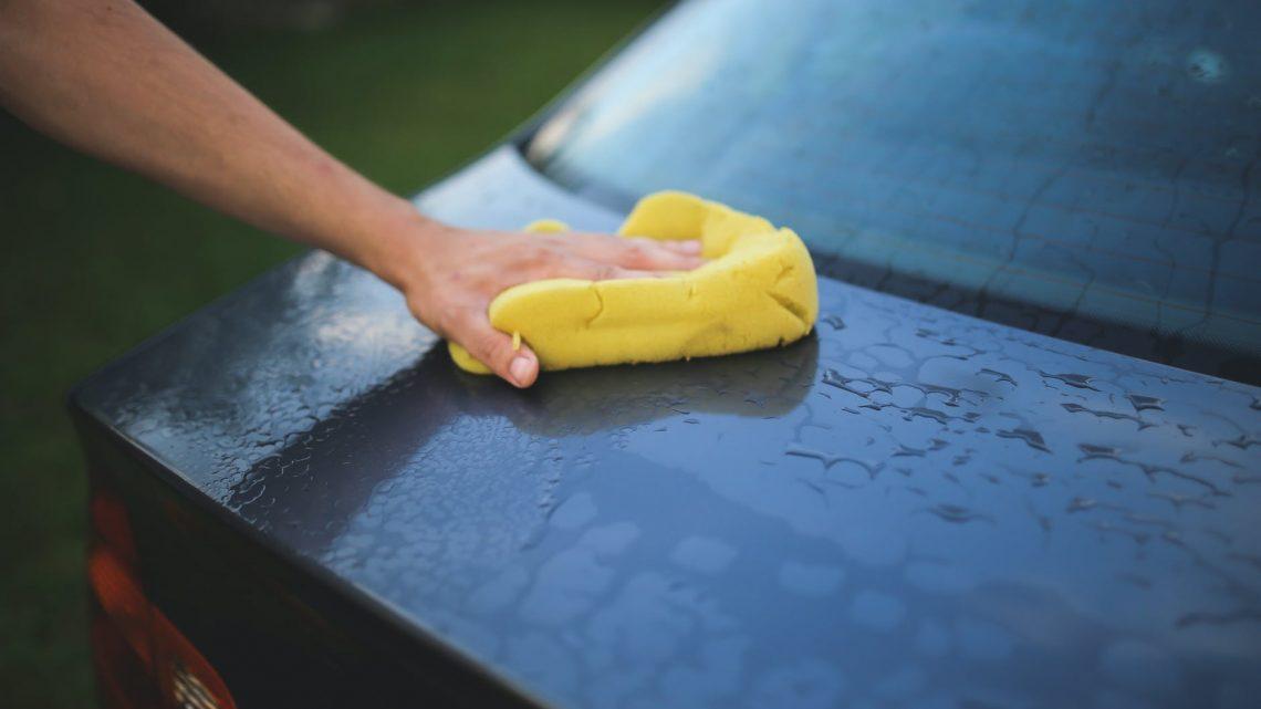 Meilleurs conseils et astuces pour nettoyer sa voiture chez soi
